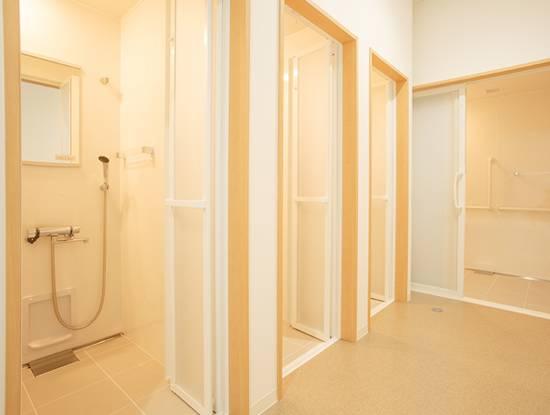シャワー室・トイレ 写真1